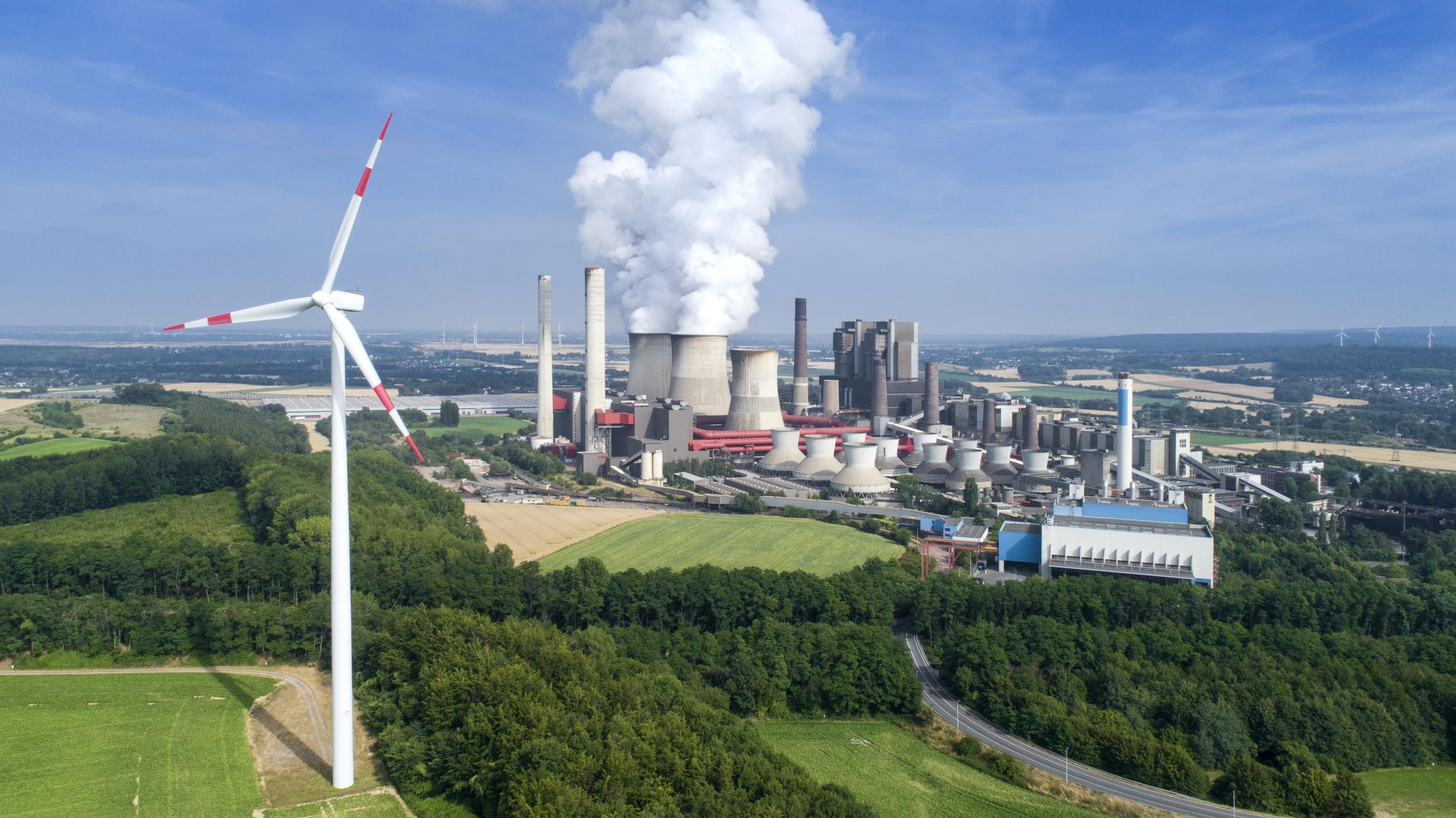 Kraftwerk und Windrad