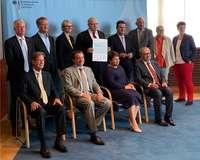 Gruppenbild mit DIHK-Präsident Eric Schweitzer zum Spitzentreffen der Allianz für Aus- und Weiterbildung 2019