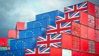 Brexit: Container mit EU- und Großbritannien-Flaggen