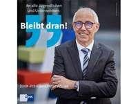 """Sharepic: DIHK-Präsident Adrian mit dem Quote """"Bleibt dran!"""""""