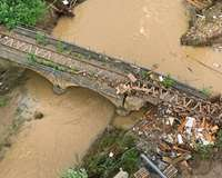 Flut: zerstörte Bahnbrücke zwischen Euskirchen und Bad Münstereifel