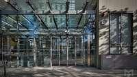 Eingang zum Haus der Deutschen Wirtschaft in Berlin, Sitz des DIHK